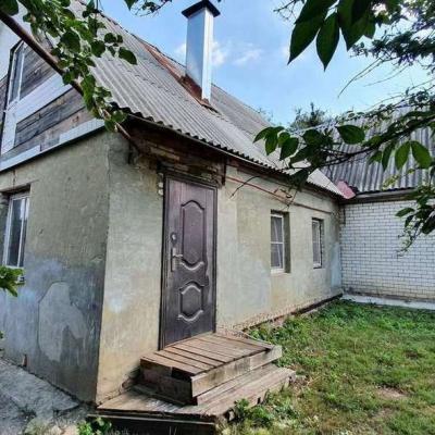 Продается половина дома с землей 40м2,земли 3,8 сотки в с...