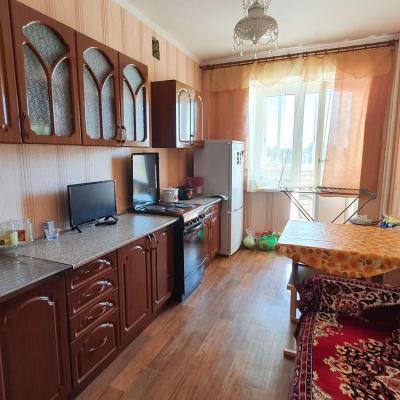 Продается квартира в северной части города. Средний этаж....