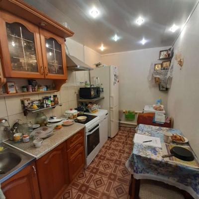 Продам двухкомнатную квартиру в кирпичном доме. Тёплая, у...
