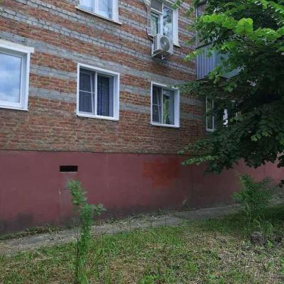 Продам двухкомнатную квартиру в центре города. Цоколь бол...