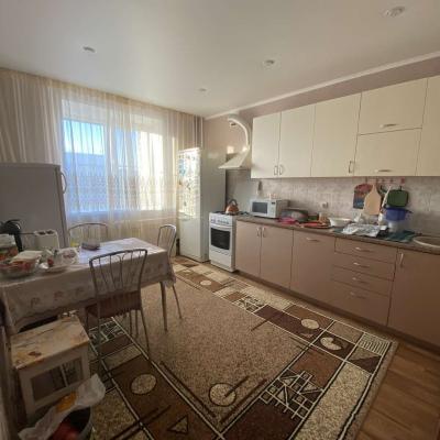 Продаётся трехкомнатная квартира на Рылеева. Отличное сос...